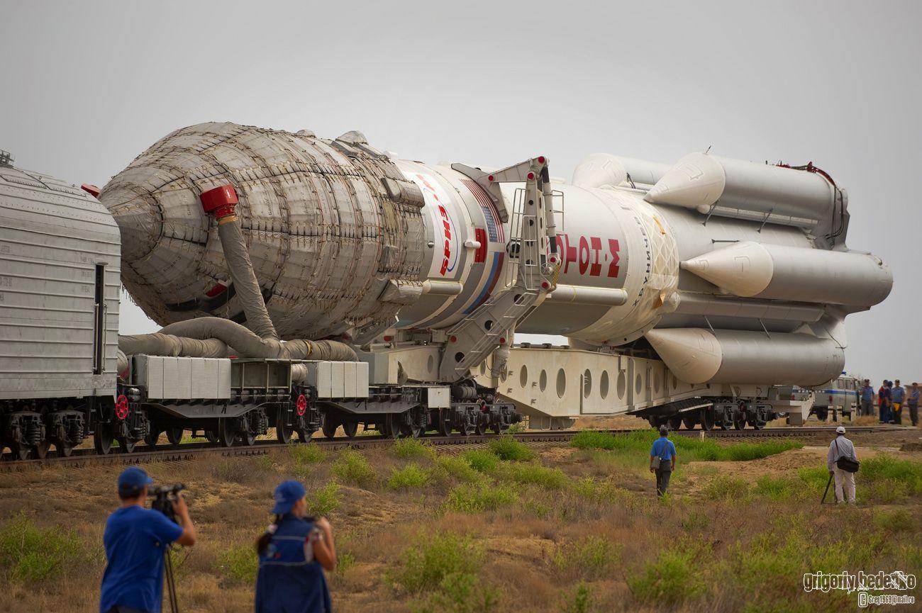 """Cамую тяжелую российскую ракету космического назначения """"Протон-М"""" сегодня запускают только с космодрома """"Байконур"""", расположенного в Казахстане. Именно здесь существует необходимая инфраструктура для обслуживания этой сложнейшей ракетно-космической системы."""