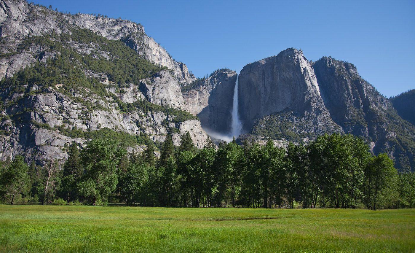 8. Йосемитский водопад высотой 739 м является самым высоким водопадом в Северной Америке и третьим по высоте водопадом в мире. Гораздо меньший по объёму спускаемой воды водопад Риббон, тем не менее, является водопадом с самой высокой точкой беспрепятственного падения воды — 492 м