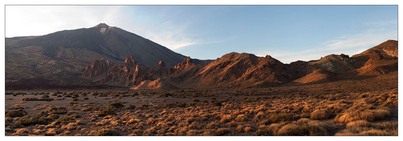 Основная достопримечательность национального парка — вулкан Тейде и его стратовулкан Пико Виеху. Высота вулкана Тейде — 3718 метров, это самый высокий пик Канарских островов и Испании. Он возвышается в самом центре парка, вершина вулкана имеет правильную конусообразную форму, в зимнее время покрывается снегом. Тейде действующий вулкан и это подтверждает большое количество фумарол в его кратере и стойкий запах серы.