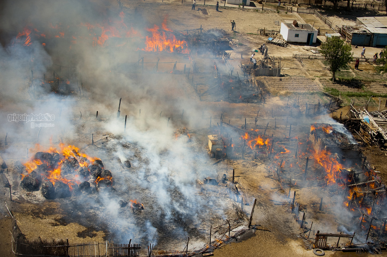 К сожалению, весной и летом в этих местах довольно часто происходят степные пожары…