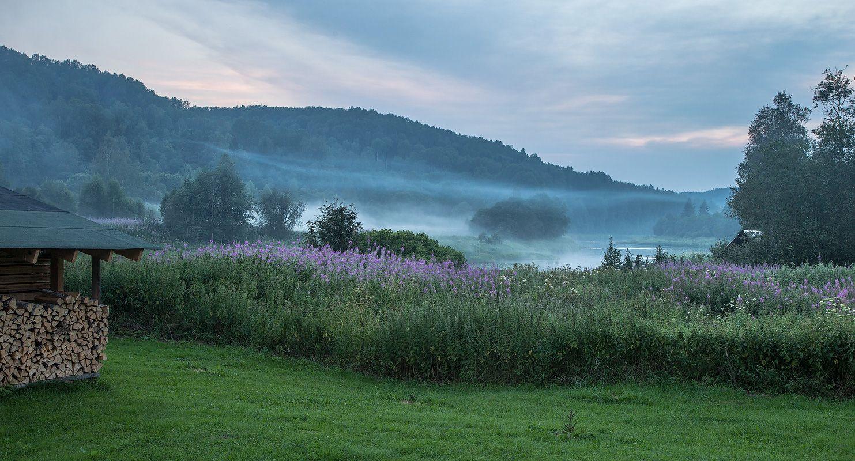 """2. Любимая баня """"по-черному"""" топилась, и ее дымы смешивались с природными туманами, расстилаясь по долине Ояти..."""