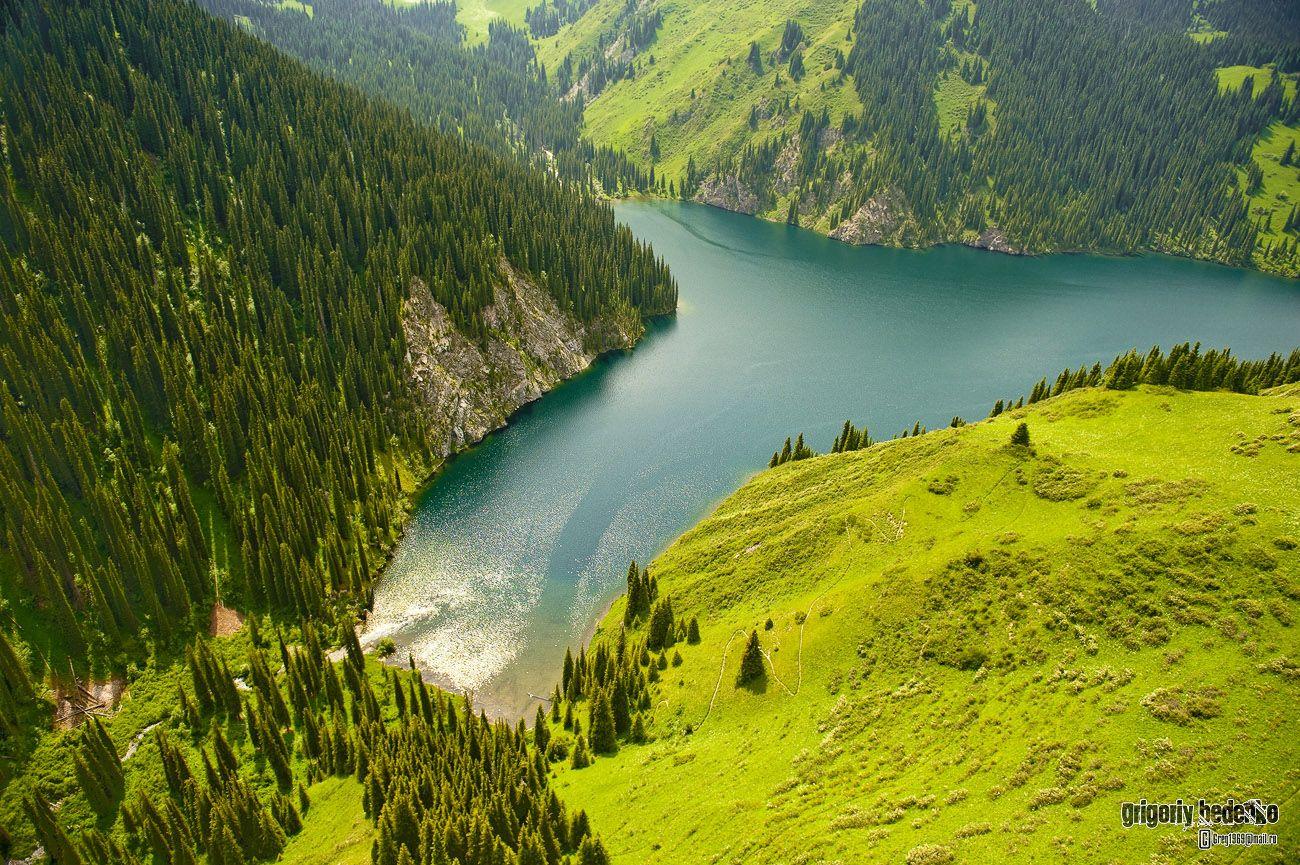 Озеро Кульсай. Входит в систему из трех природных водоемов, расположенных каскадом. Это находится в середине.