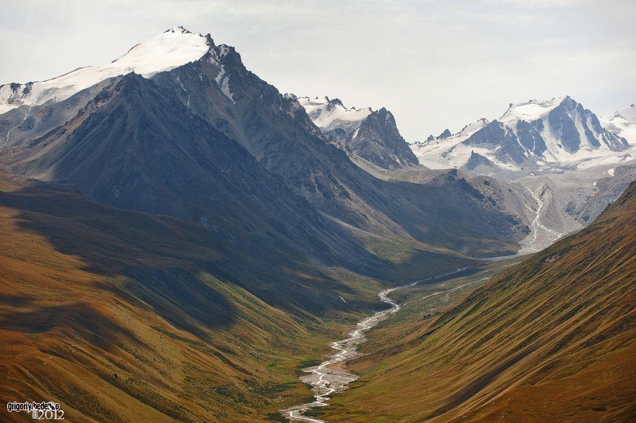 Верховья горной реки Тургень. Чем-то напоминает Гималаи.