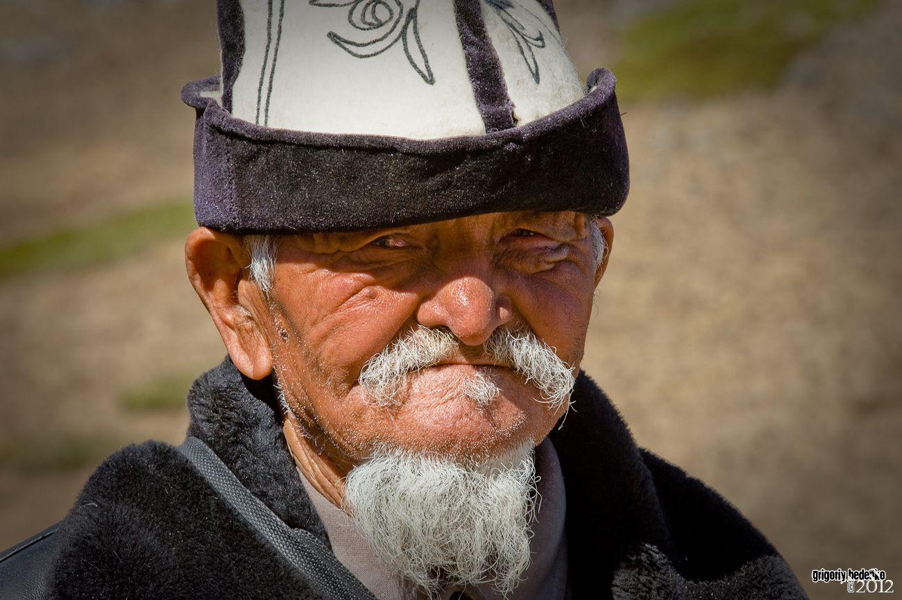 Пожилой пастух, живущий в горах Заилийского Алатау.
