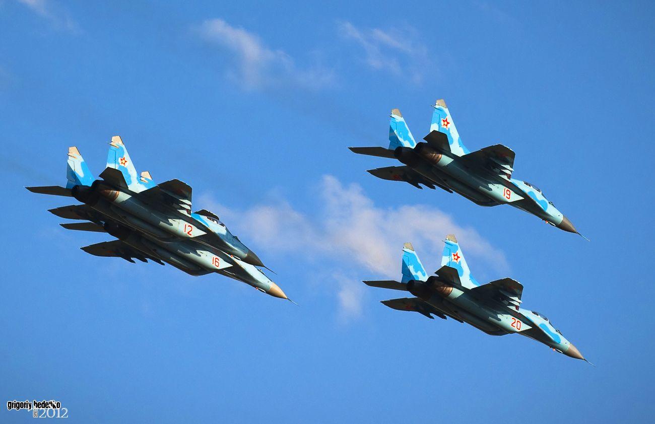 Проход звена Миг-29.