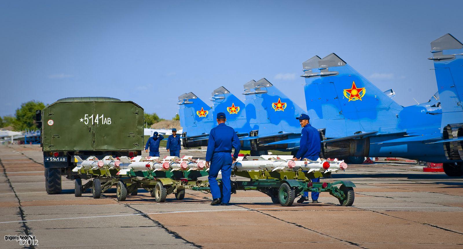 """Ракеты Р-73 класса """"воздух-воздух"""" с инфракрасной системой наведения, главное оружие Миг-29."""