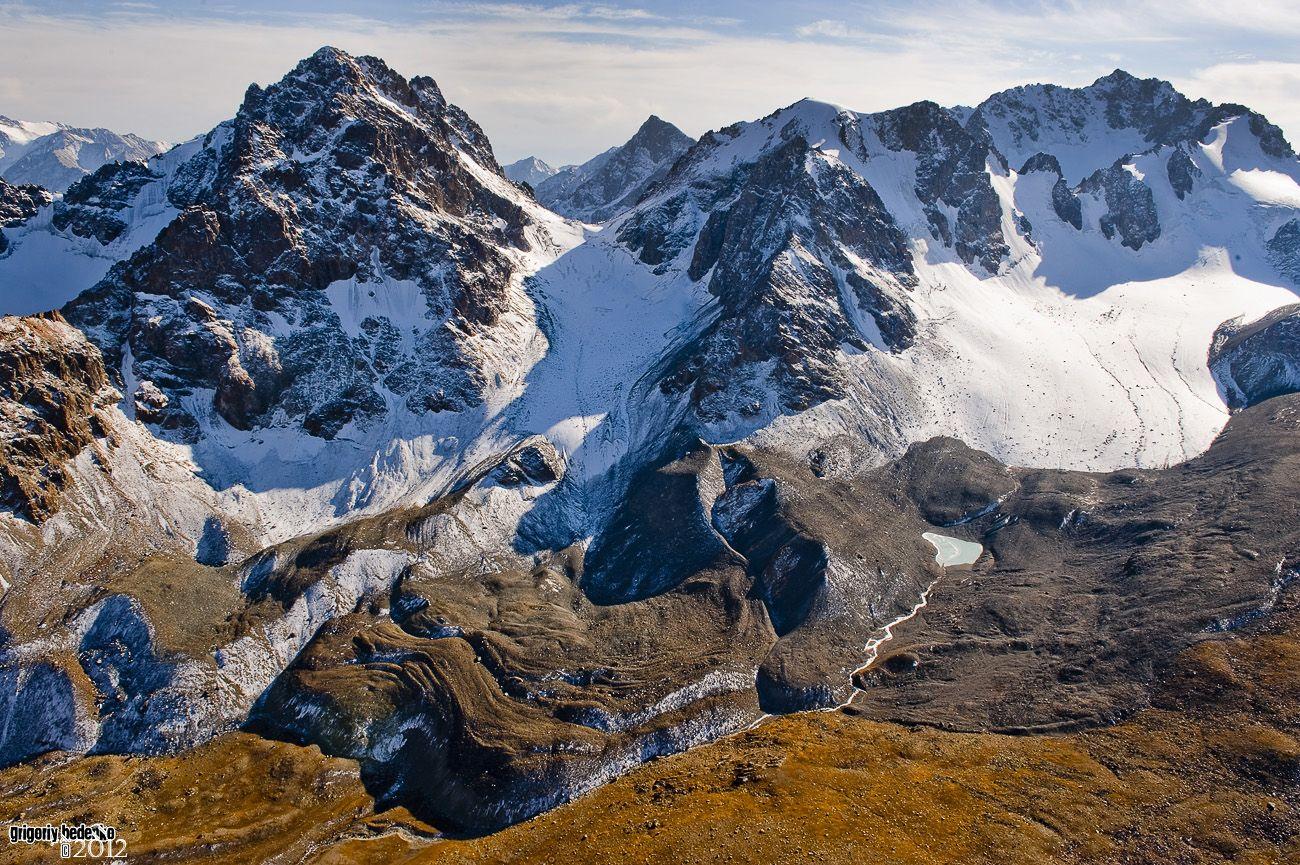 Моренные отложения в горной системе Джунгарского Алатау.
