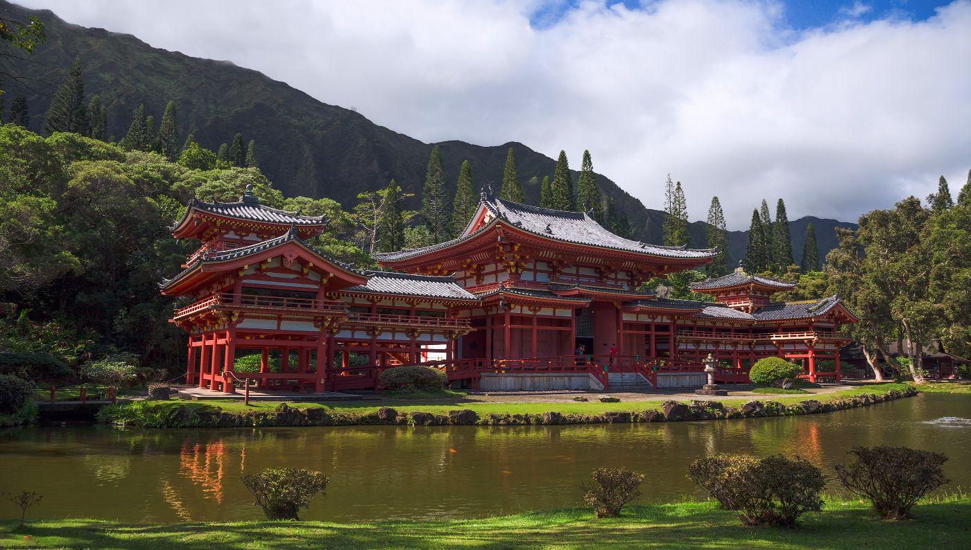 2. Это красивое и довольно внушительных размеров сооружение – точная копия храма Бёдо-ин в Японии, построенного в 998 году.