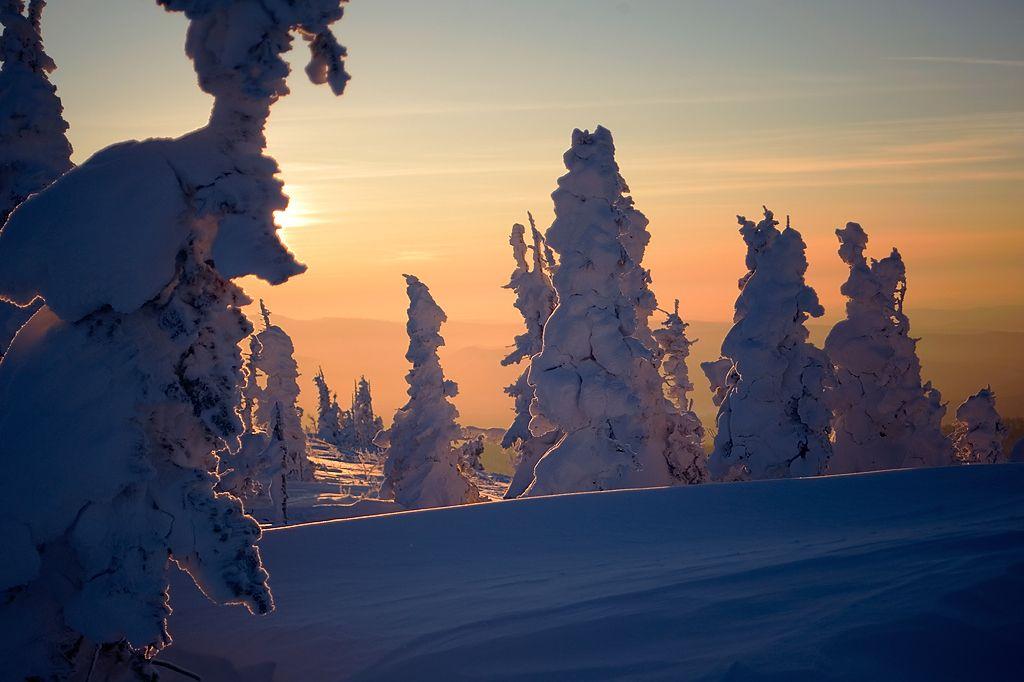 Погода в Сибири порой чрезвычайно капризна, зато, уж если повезет, щедра на свет чрезвычайно...