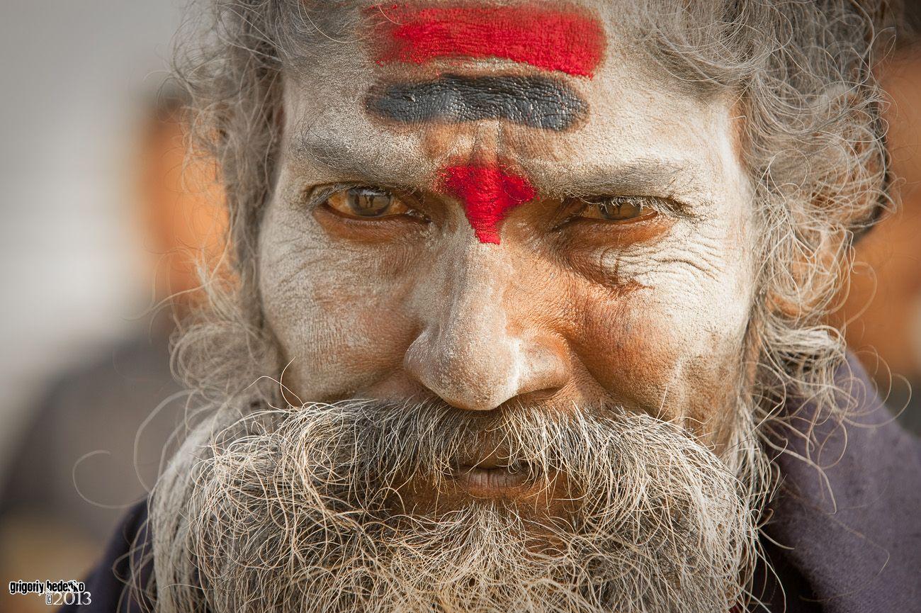 Один раз в 12 лет в небольшом провинциальном индийском городе Аллахабаде (историческое название Праяг), который находится в штате Утар Прадеш, в месте слияния священных рек – Ямуны, Ганга, а также подземной мистической реки Сарасвати, происходит уникальное событие. Его называют Кумбха Мела, или Маха Кумбх, что  переводится с санскрита, как ''Праздник кувшинов''.  В наши дни  - это самый большой религиозный фестиваль на планете, собирающий в одном месте десятки миллионов людей.