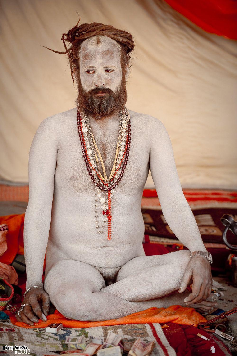 Садху принадлежат разным философским школам индуизма, которых великое множество.