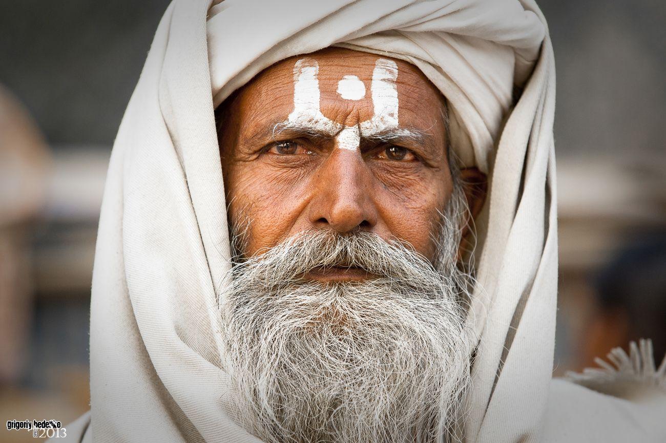 Кумбх – это кувшин, содержащий внутри себя Нектар Бессмертия или амриту. Индуистские богословы утверждают, что наше тело также является кувшином, в котором содержатся знания о теле, уме, сознании и том, как можно преодолеть смерть. Однако, эти знания доступны только тем, кто встал на путь духовной жизни.