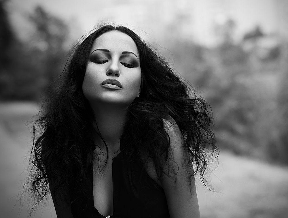 erotismo donna cupido libero