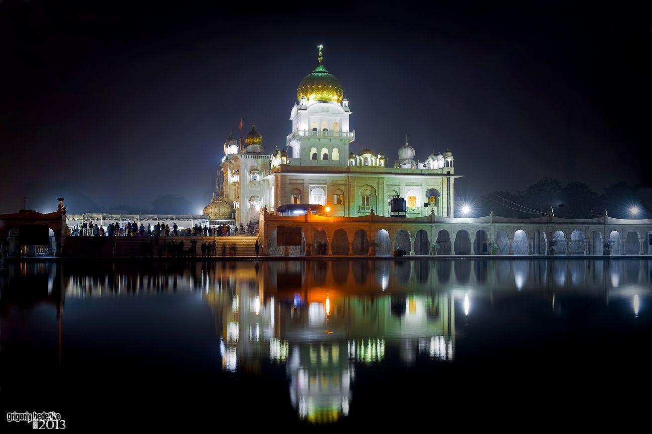 Гурутвара Бангла Сахиб, самый большой сикский храм Дели.