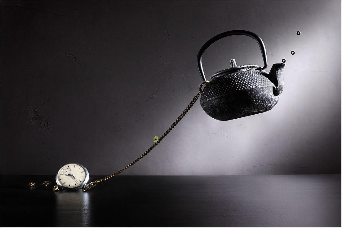 5 часов :-) Привычка - это якорь, которая привязывает нас к какому-то бесконечно повторяемому действию :-). И это даже хорошо. Или нет? :-)