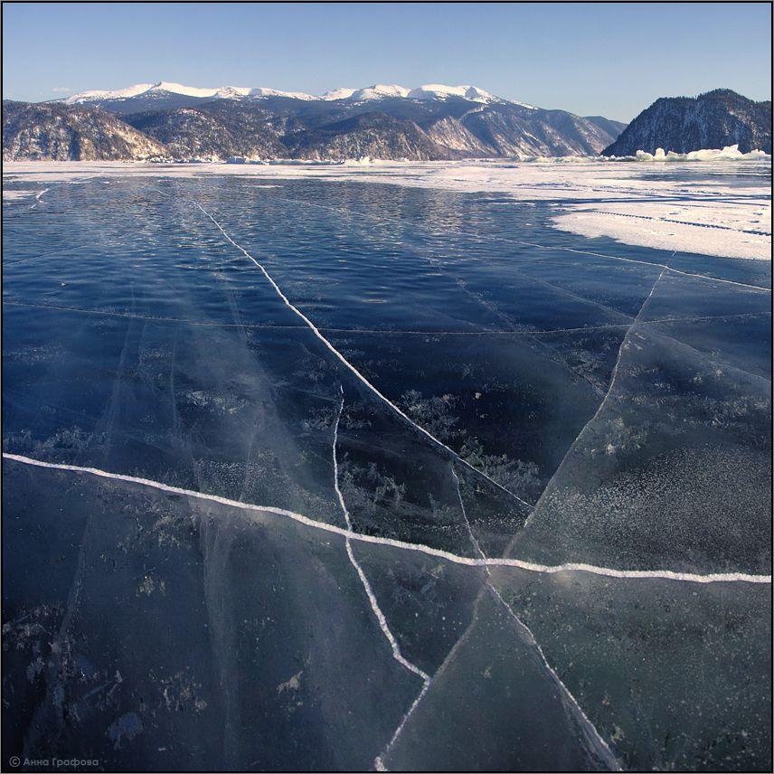 В местах где лед не заметён снегом открывается удивительное зрелище,  хрупкий мир под ногами!