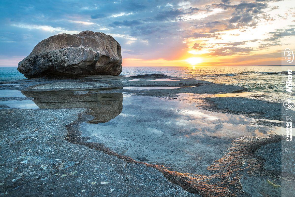 На самом деле Каспийское море – это озеро. Не простое озеро, конечно, а самое больше на Земле бессточное озеро, к тому же солёное.