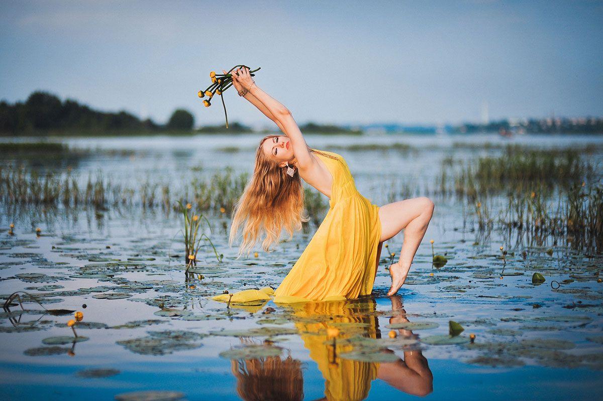 Девушка у воды фото смешные