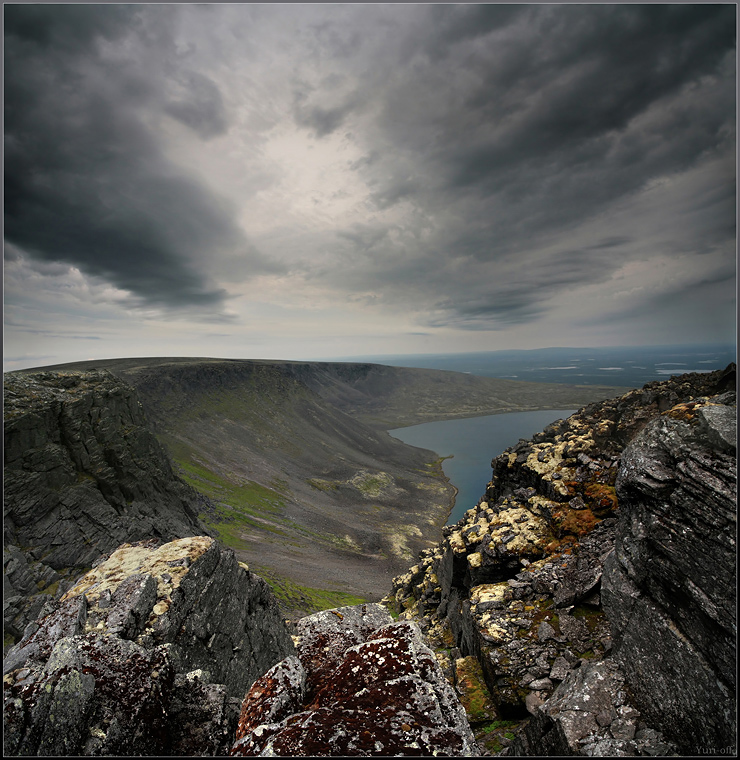 Озеро Раявръ, горы Ловозерские тундры.