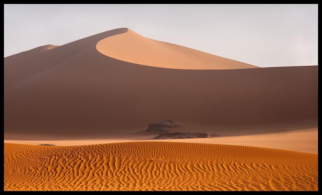 Дюна Тин Мерзуга- самая большая дюна Тадрарта, разделяет 2 страны-Ливию и Алжир.
