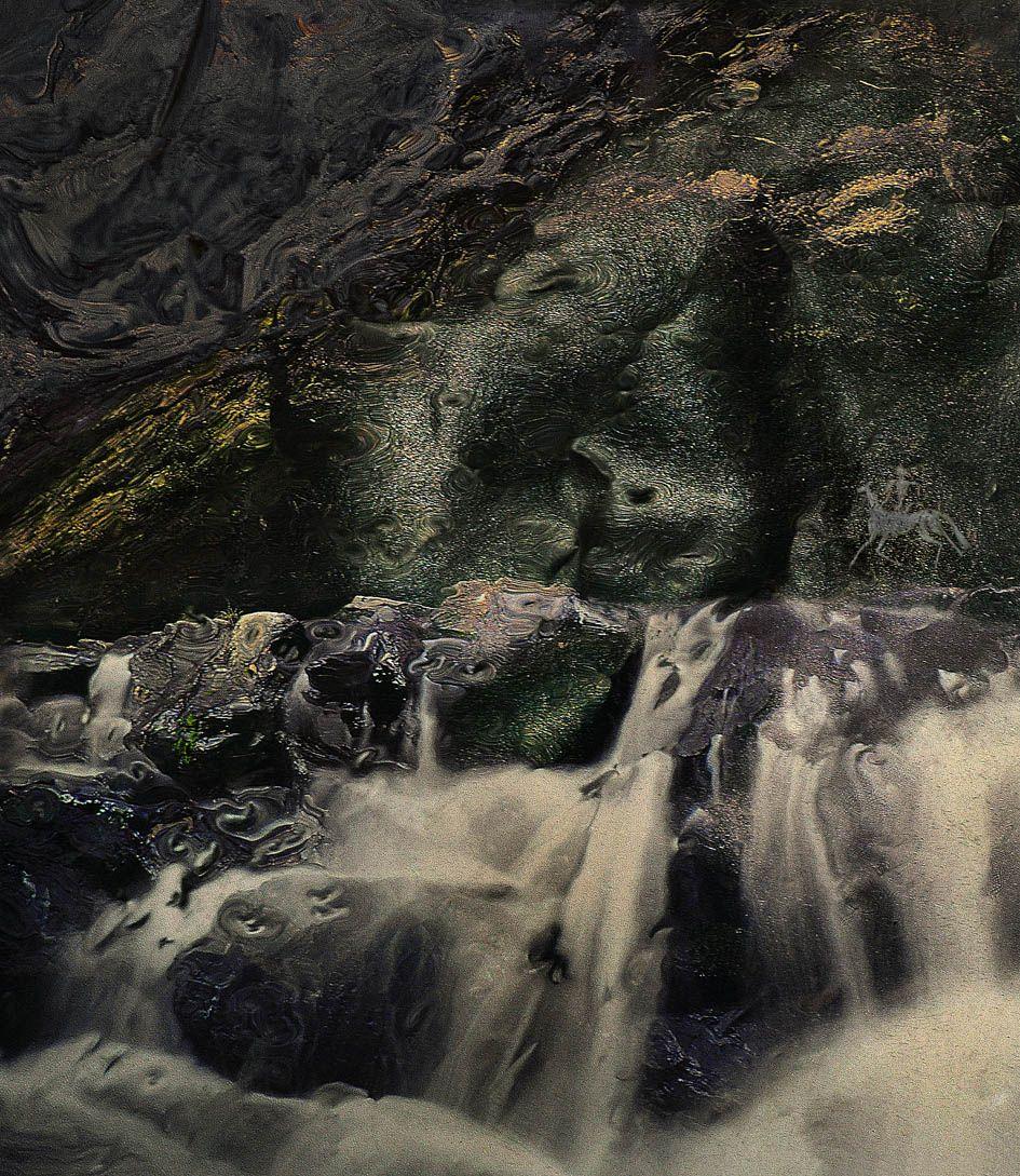 Всадник у водопада