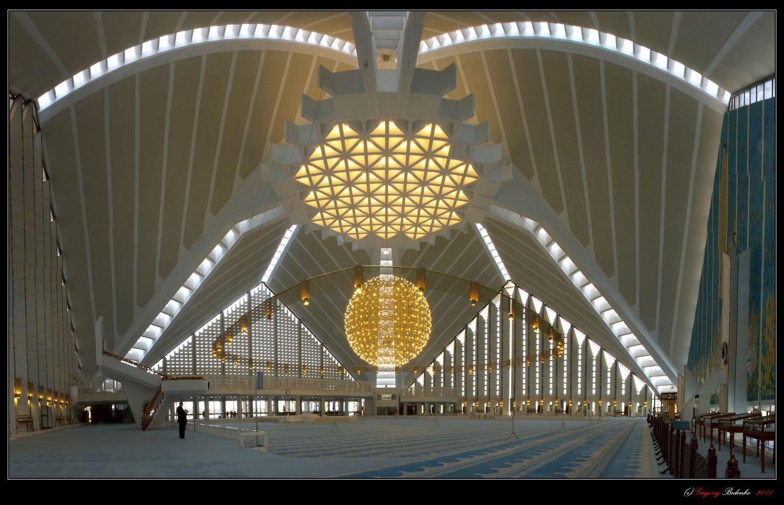 Исламабад. Мечеть Файсал (внутренний интерьер) – самое необыкновенное, на мой взгляд, сооружение в Пакистане.