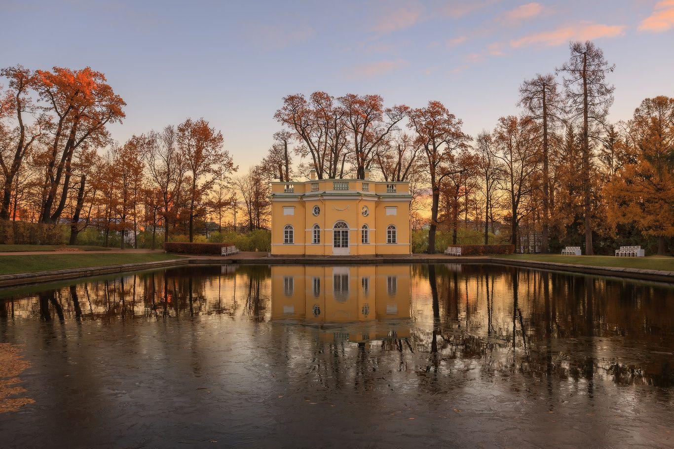 Картинки по запросу Екатерининский парк москва осень