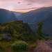 Сумерки сгущались и последние лучи солнца осветили причудливые скалы и вершины гор