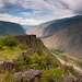 На следующее утро долина р.Чулышман ожила. Облака отбрасывали тени на склоны гор и петляющую глубоко внизу реку