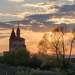 Закат середины мая у старой заброшенной церкви.