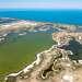 Уникальность озера в том, что оно разделено узким проливом на две части, с различными химическими характеристиками воды. В западной части она пресная, а в восточной - содержит огромное количество всевозможных минералов.