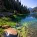 Вода в озерах кристально чистая.