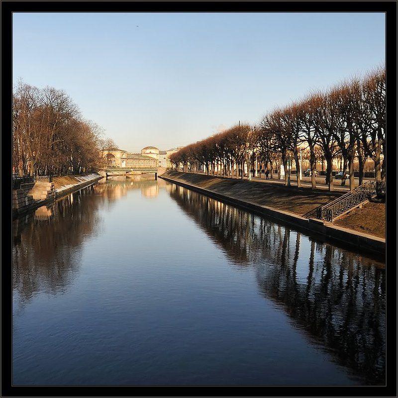петербург, центр, мойка, утро, квадрат Простая цветная утренняя питерская квадратная картинкаphoto preview
