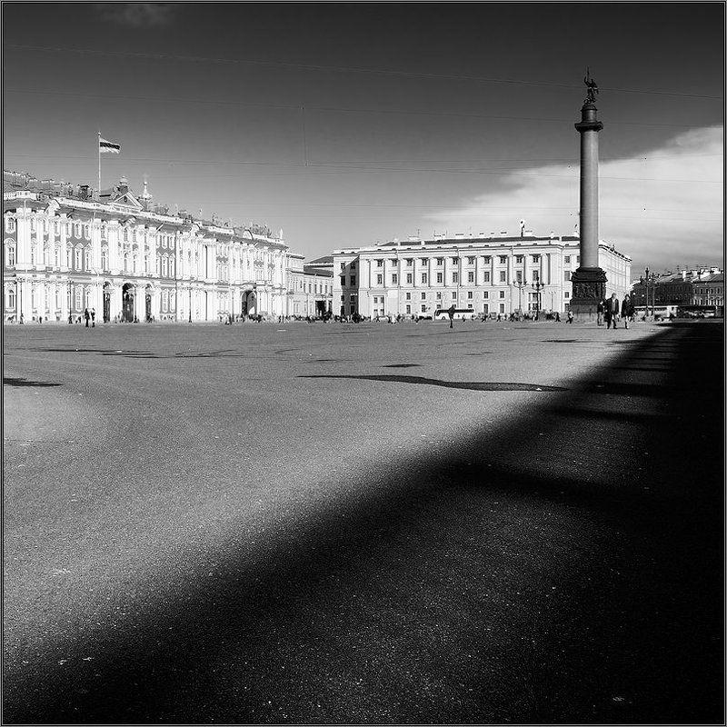 петербург, центр, дворцовая чб, квадрат Черно-белый квадратный питерский контрастный геометрический этюд с Дворцовойphoto preview