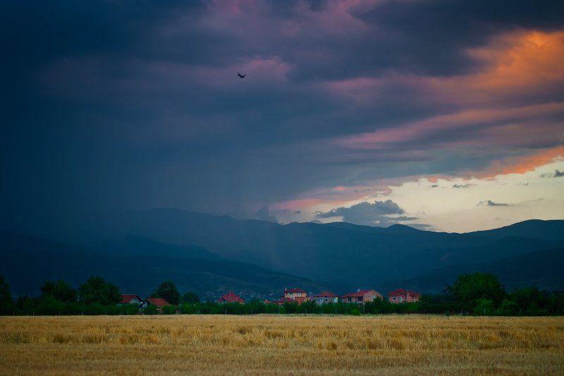 Болгария, Вечер, Ворон, Горы, Дождь, Закат, Облака, Природа Летим в дождьphoto preview