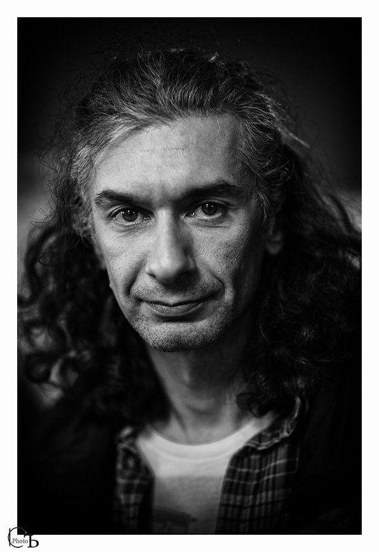 Мужской портрет в интерьере.photo preview