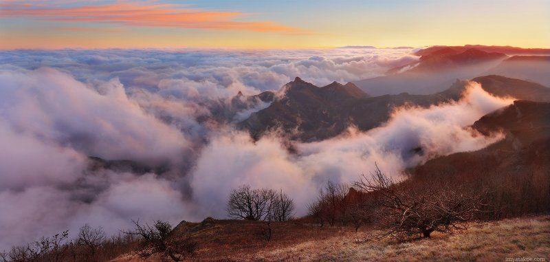 крым, горы,закат, розовый, фиолетовый, туман, утро, камни Вечер в горахphoto preview
