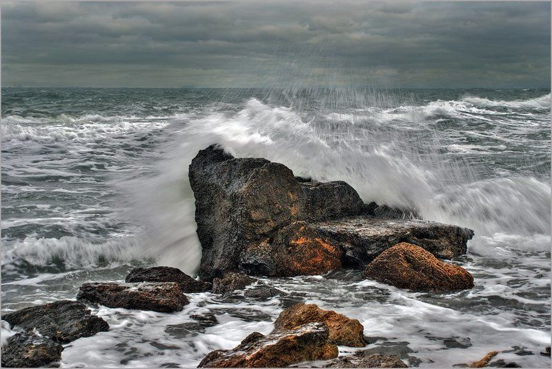 пейзаж, море, шторм, ветер, волны, камни, lad_i_mir Разбиваясь о камниphoto preview