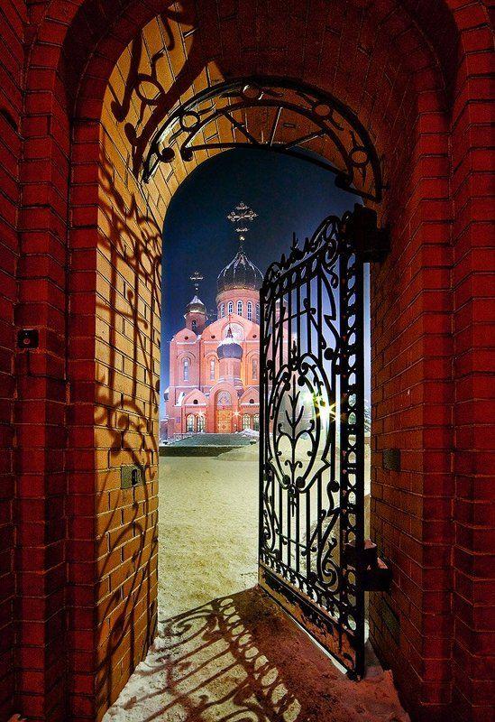 Знаменский собор, Кемерово Ворота к храмуphoto preview