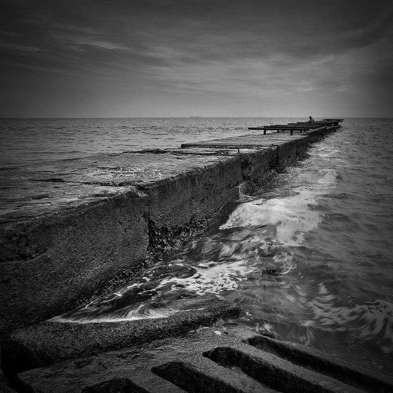 пейзаж, квадрат, черно-белое, море, шторм, пирс, lad_i_mir Old pierphoto preview