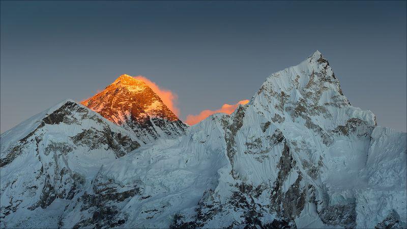 everest, nepal, гималаи, горы, закат Эверест в закатных лучахphoto preview