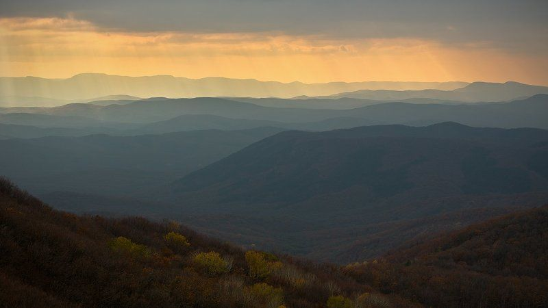 крым, осень, закат, горы Сквозь хмурое небоphoto preview
