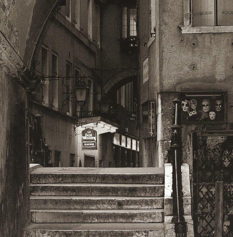венеция, маски, окна такие разные зрителиphoto preview