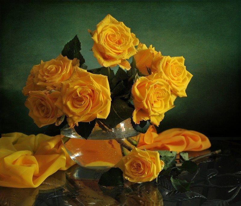 С  желтыми розамиphoto preview