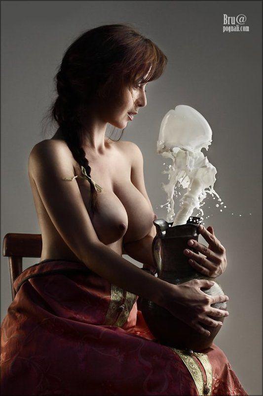 девушка, кувшин, молоко На завтрак королю..photo preview