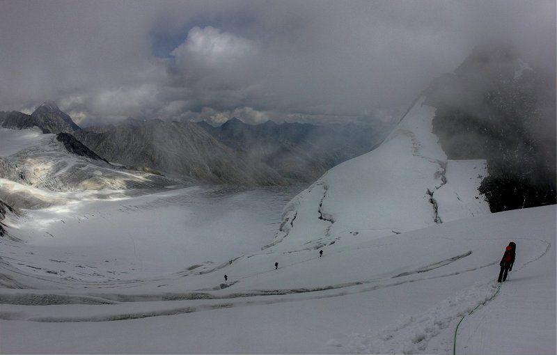 Люди и горы.photo preview