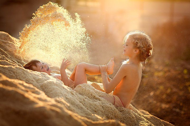 веселье, вечер, дети, детство, закат, игра, лето, свет, солнце, счастье Счастливое детствоphoto preview