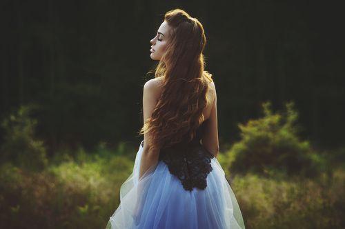 Фото шатенок в красивых платьях