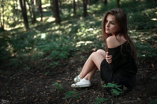Фото в лесу девушка