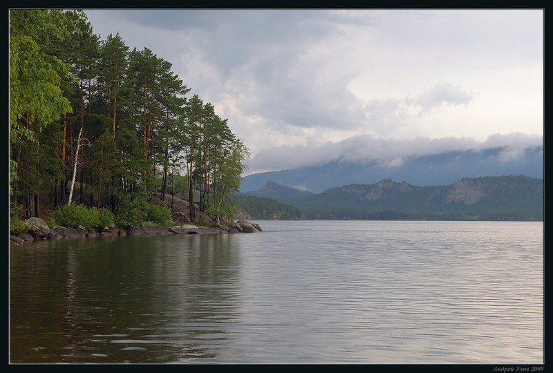 лето,природа,лес,озеро,сосны,вода,дождь,горы,тучи,скалы Летний дождьphoto preview